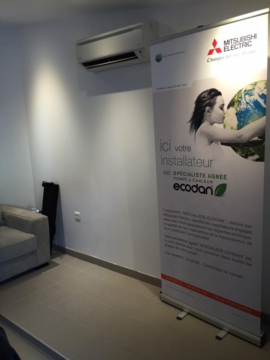 installation de climatisation r versible murale dans une. Black Bedroom Furniture Sets. Home Design Ideas