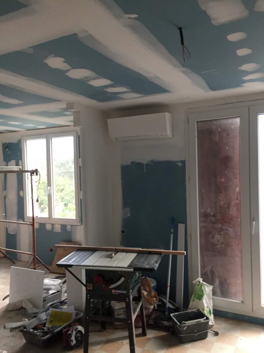 Installation de 2 mono split daikin r32 pour une maison en for Idees renovation maison marseille